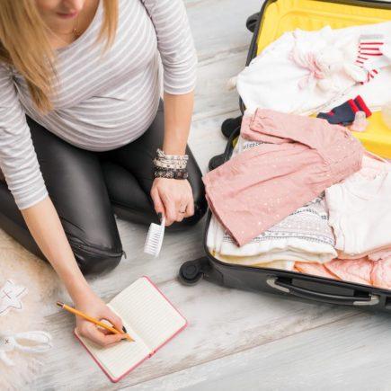 Comment préparer la valise de bébé pour se rendre à la maternité ?